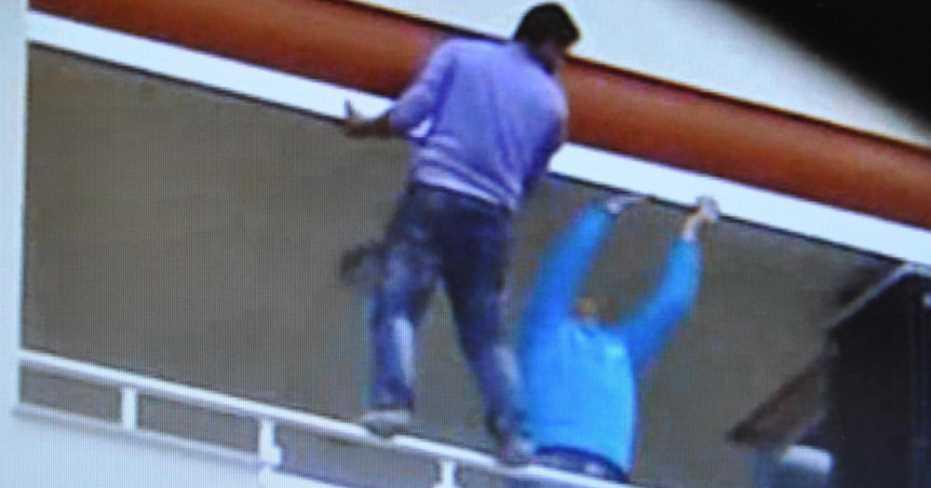 Denizli'de, Balkonda Önlemsiz Çalışan İşçi Korkuttu