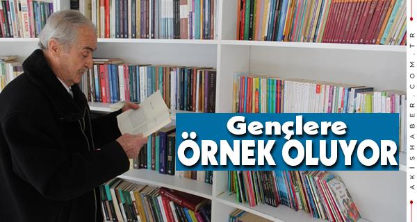 Denizli'deki Kitap Kafe'nin En Yaşlı Kitap Kurdu