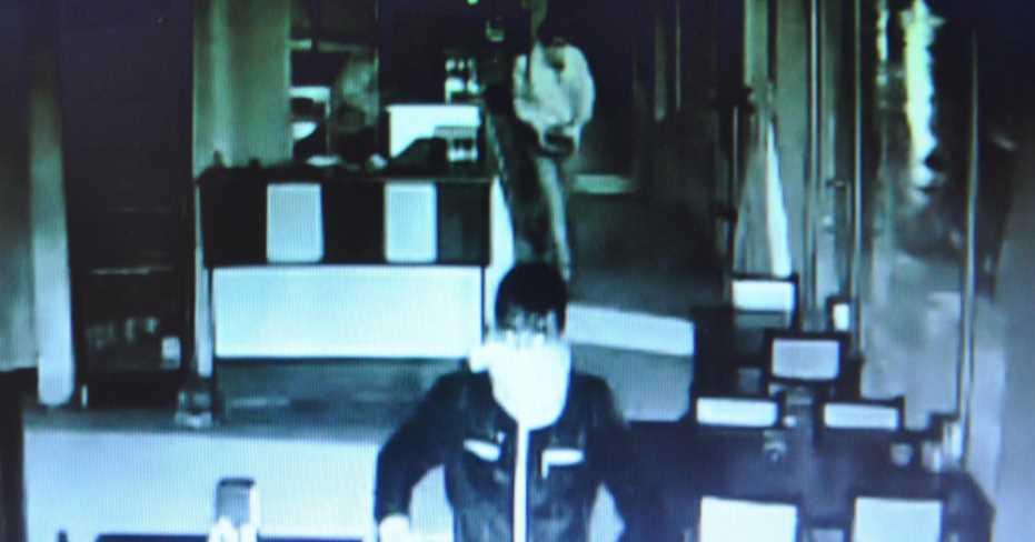 Polis Yüzlerine Atkı Saran Hırsızları Arıyor!