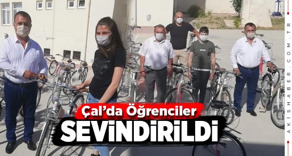 Çal Belediyesi'nden Öğrencilere Bisiklet Hediyesi