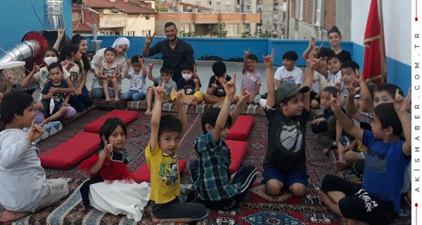 Denizli Ülkü Ocakları Türkmen Miniklerin Yüzünü Güldürdü