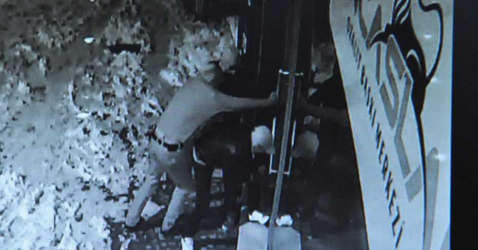 İşyerinden Hırsızlık Güvenlik Kamerasında!