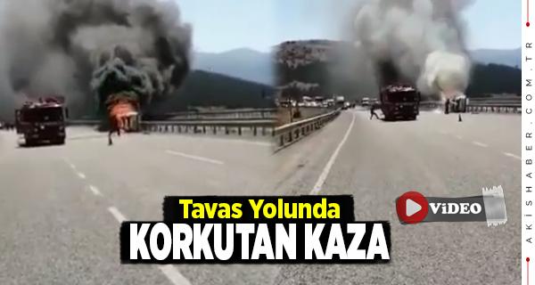 Denizli'de Otomobil Kaza Yaptıktan Sonra Yandı