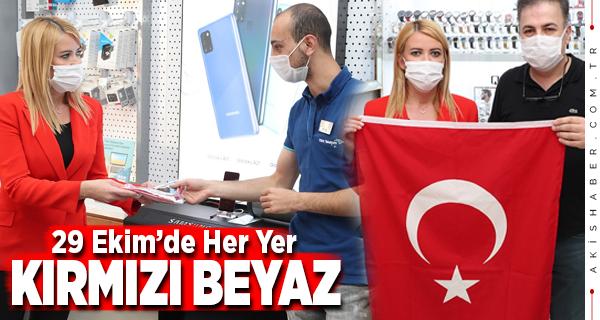 Merkezefendi Belediyesi'nden Türk Bayrağı Hediyesi