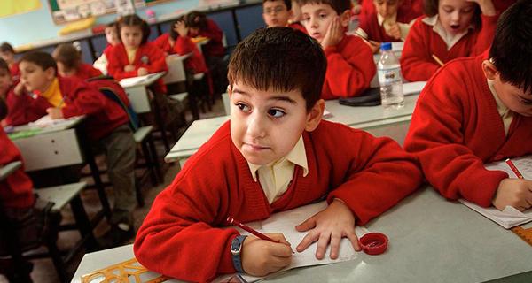 1 Mart okullar açılıyor mu? Pazartesi hangi sınıflar okula gidecek?