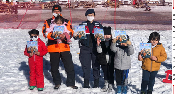 Denizli'de Jandarma Çocukları Eğitiyor