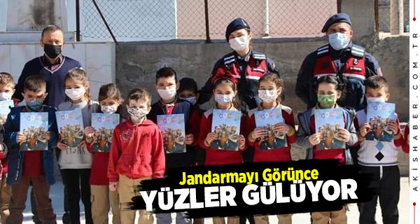 Jandarma Çal'da Çocukları Sevindirdi