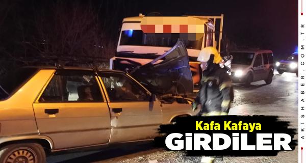 Denizli'de Otomobille Kamyonet Çarpıştı: 3 Yaralı