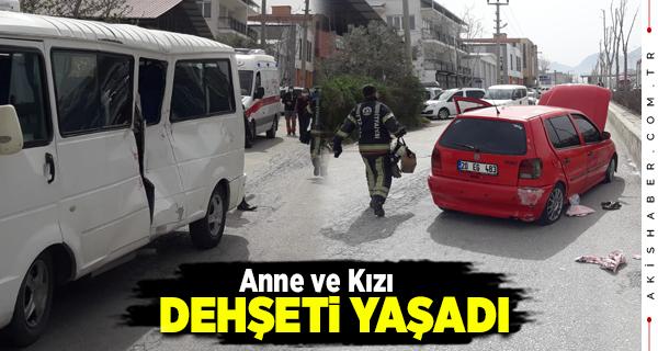 Denizli'de Otomobil Minibüse Çarptı: Yaralılar Var