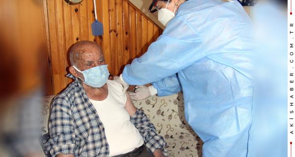 Denizli'de 94 Yaşında Aşısını Oldu