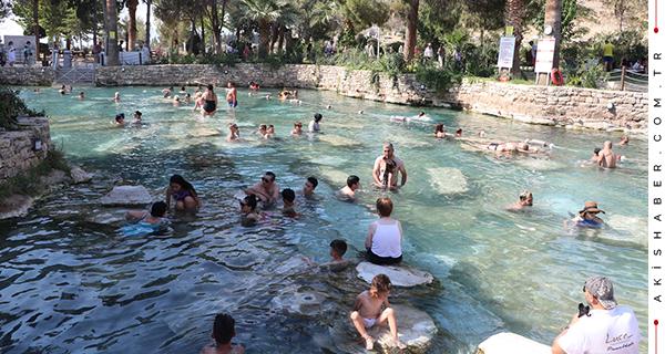 Denizli'de Sıcaktan Bunalan Kendini Kleopatra Havuzu'na Attı