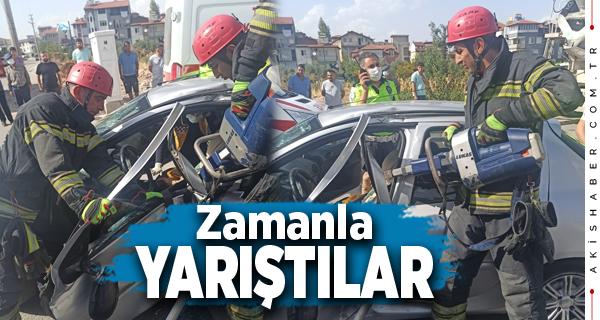 Denizli'de Kaza Yapan Araçta Sıkıştı