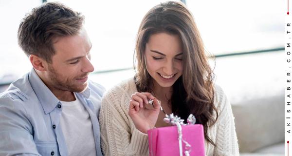 Kadına Doğum Gününde Hediye Olarak Ne Alınır?