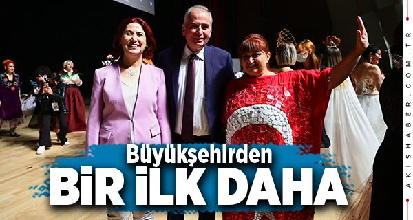 Türkiye'nin İlk Cam Giysi Defilesi Denizli'de Yapıldı