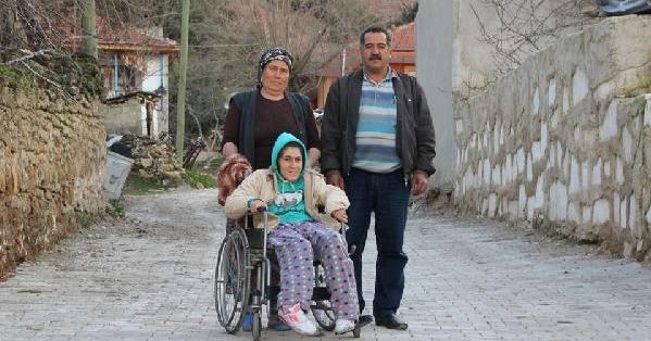 Engellilerin oturduğu sokaklara parke taşı döşendi