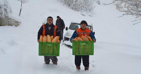 Buldan Belediyesi 5 Mahalleye Ekmek Ulaştırdı