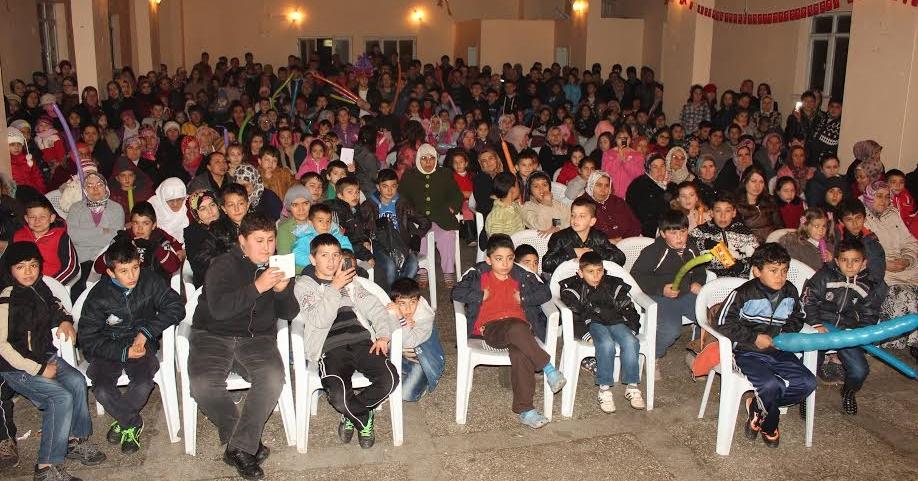 Çal'daki Sirk Gösterisi Herkesi Eğlendirdi