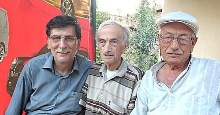 Üç Dakika Arayla Doğdular, Üç Dakika Arayla Öldüler