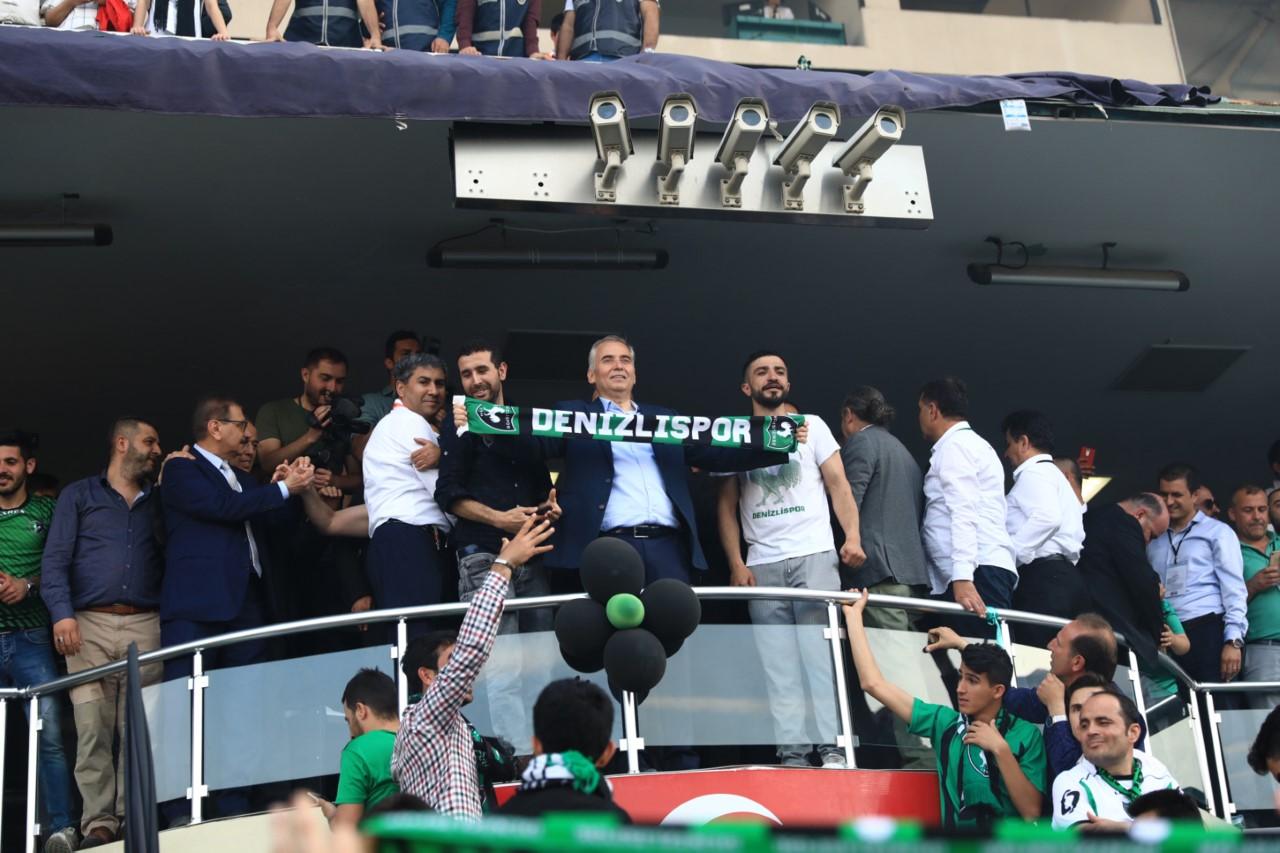 thumbnail_baskan-osman-zolandan-denizlispora-kutlama-(2).jpg